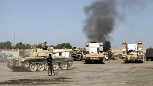 Des scènes de combats armés dans un quartier général de de Tripoli en Libye.